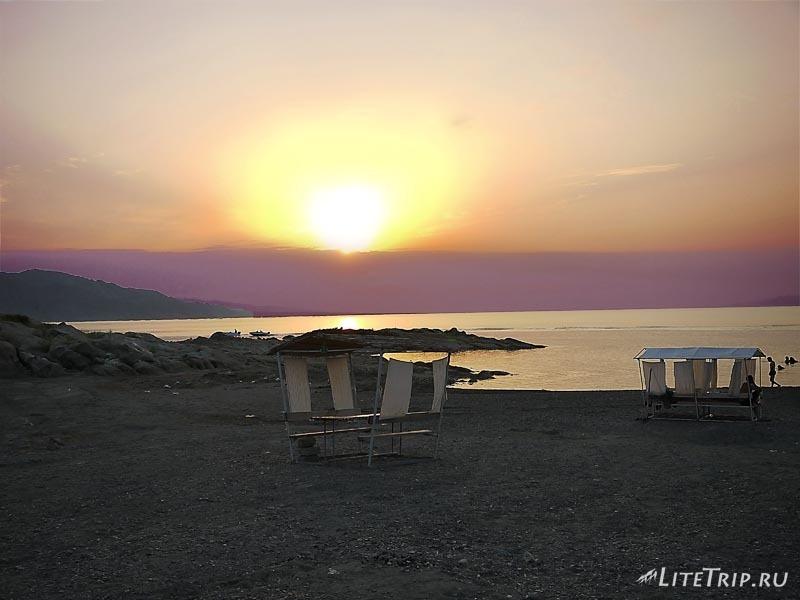 Азербайджан. Мингечаурское водохранилище. Беседка.
