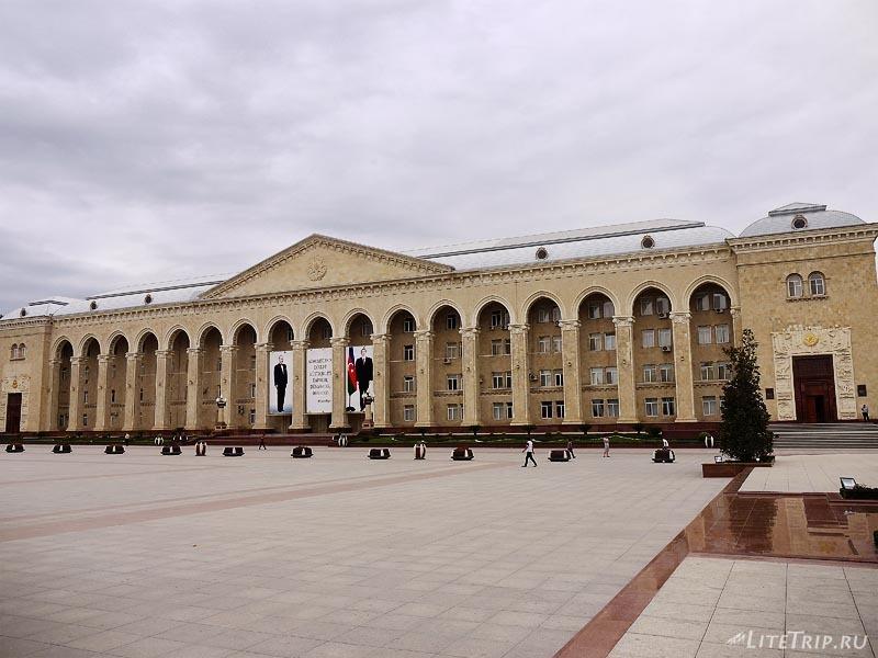 Азербайджан. Центральная площадь города Гянджа.