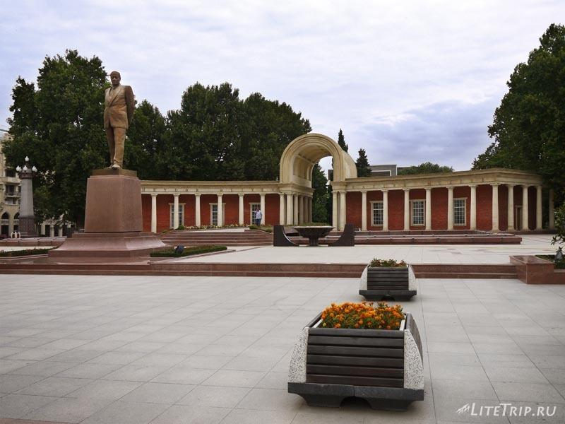 Азербайджан. Музей Гейдара Алиева в Гяндже.