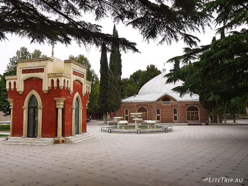 Азербайджан. Гянджа - усыпальница Джавад-хана.
