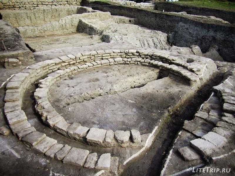 Азербайджан. Неизвестное сооружение на раскопках древнего города Кабала.
