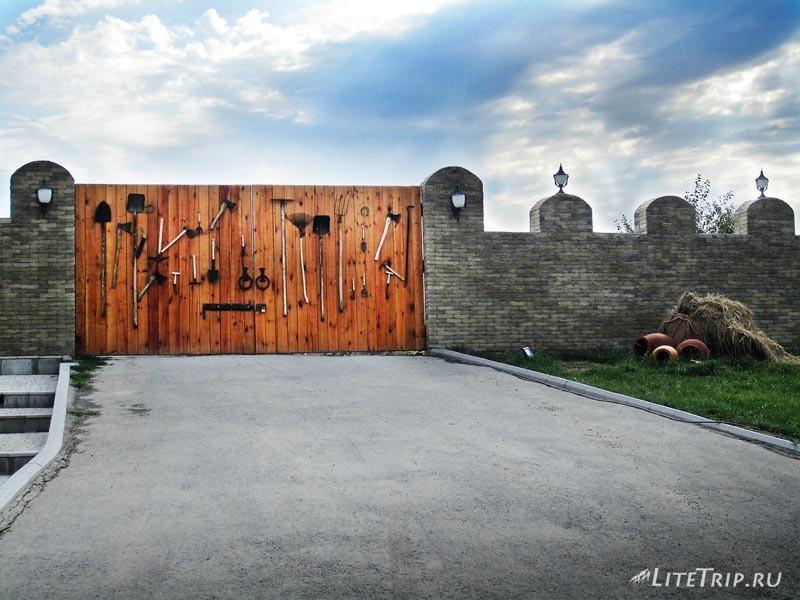 Азербайджан. Ворота на территорию древнего города Кабала.