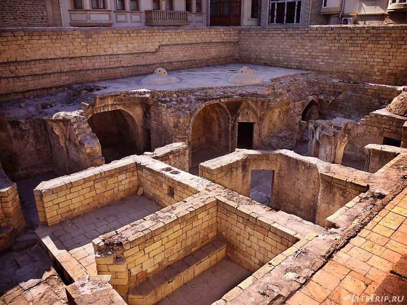 Азербайджан. Бани дворца Ширваншахов.