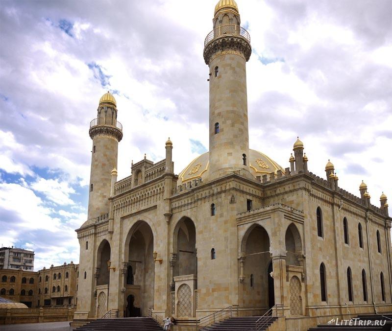 Азербайджан. Мечеть Тезепир в Баку - общий вид.