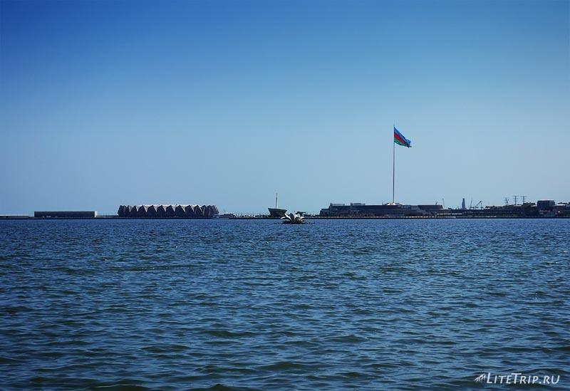 Азербайджан. Флаг в Баку.