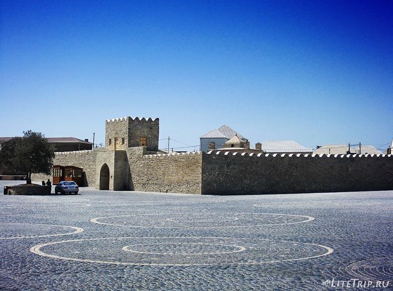 Азербайджан. Атешгях - храм огнепоклонников в Сурахане.