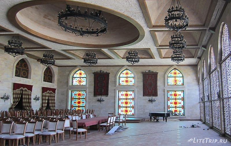 Азербайджан. Ресторан рядом с музеем храма Атешгях.