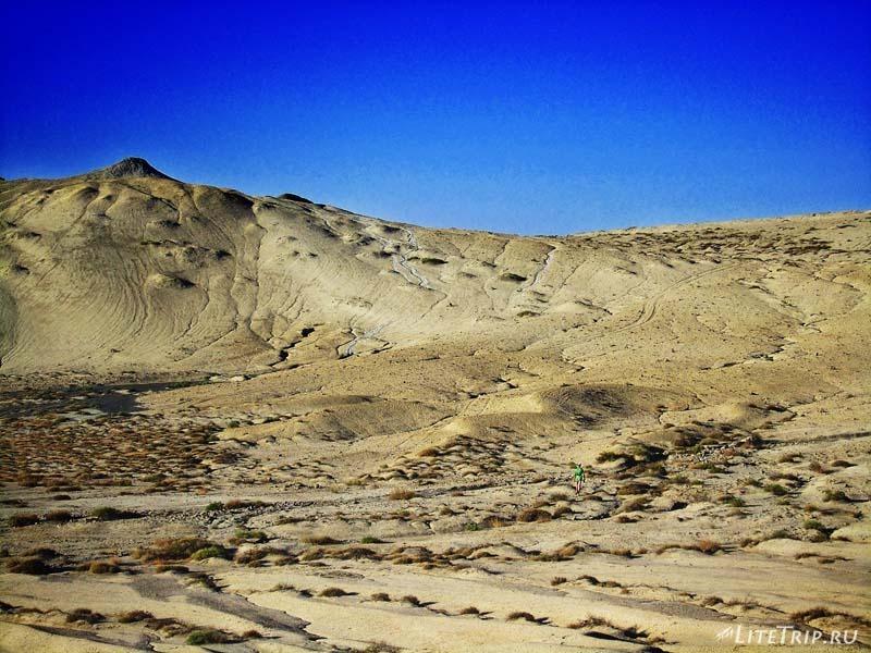 Азербайджан. Переход между грязевыми вулканами.