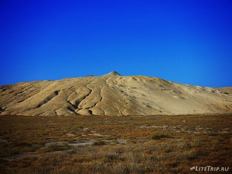 Азербайджан. Грязевые вулканы в Гобустане.