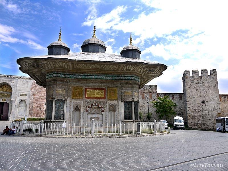 Турция. Собор Святой Софии в Стамбуле - въезд.