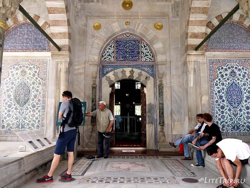 Турция. Стамбул - боковой вход в Айя-Софию