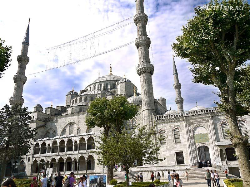 Турция. Голубая мечеть Султанахмет в Стамбуле.