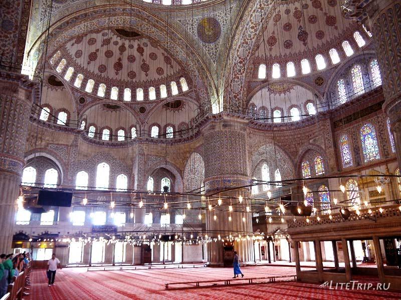 Турция. Голубая мечеть Султанахмет - внутри.