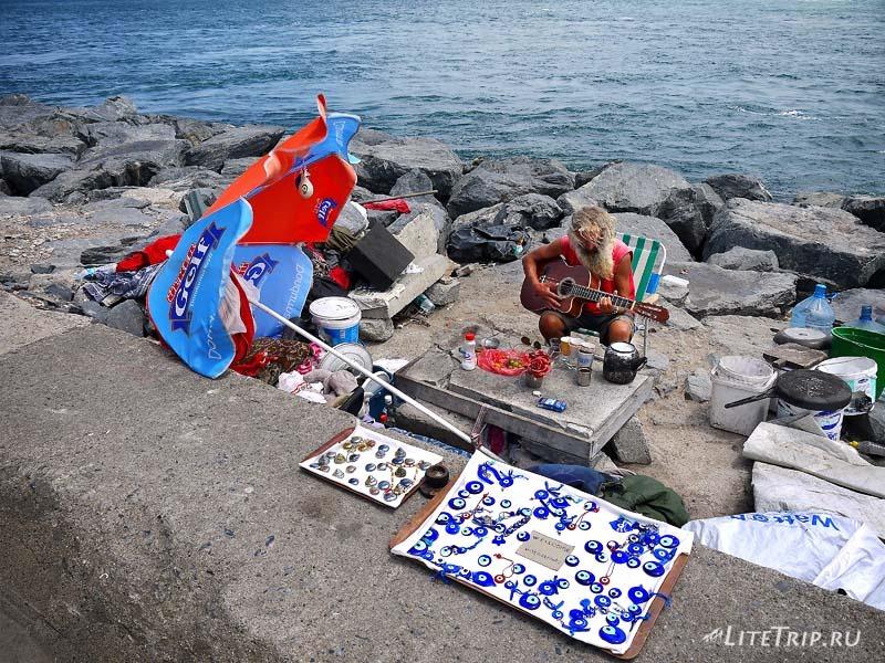 Турция. Побережье Стамбула - рыбак.