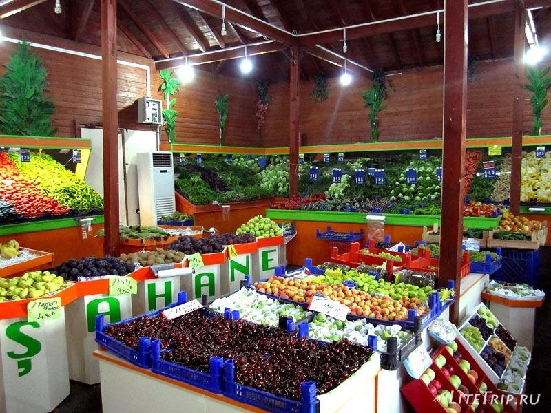 Турция. Фруктово-овощной магазин в Невшехире.