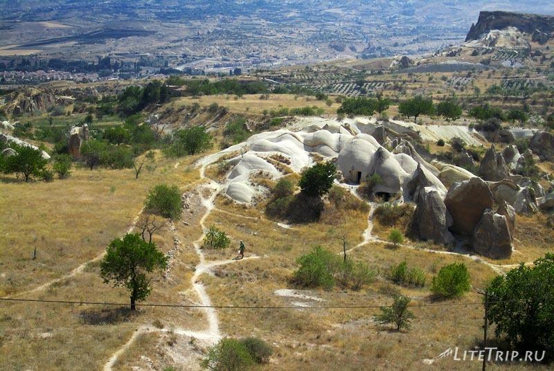 """Турция. Каменные """"грибы"""" Чаталкайя - туфовые пещеры."""