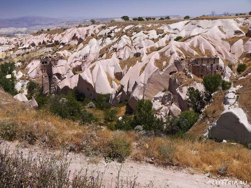 Турция. Учхисар - долина пещер.