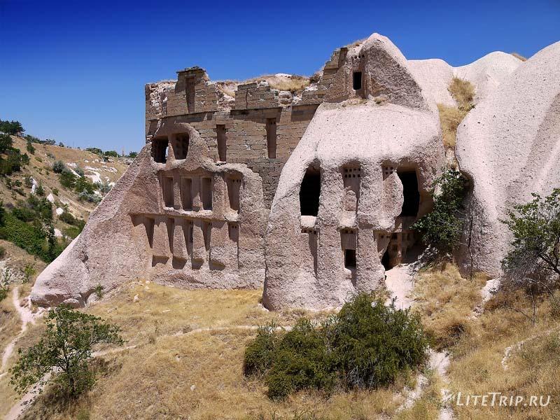 Турция. Учхисар - пещеры в долине.