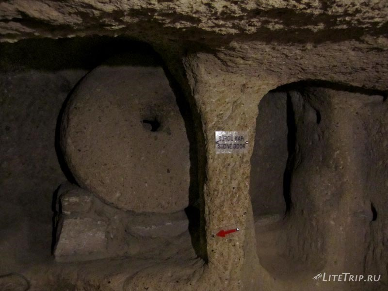 Турция. Подземный город Каймаклы - двери.