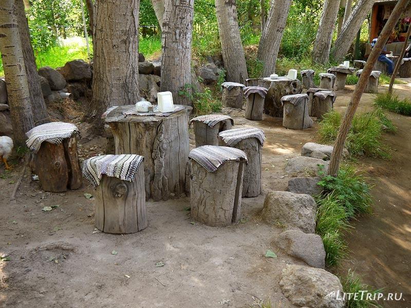 Турция. Уличные кафе в долине Ихлара.