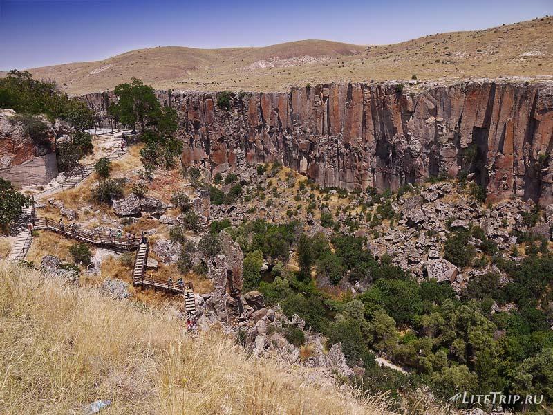 Турция. Лестница в долину каньона Ихлара.