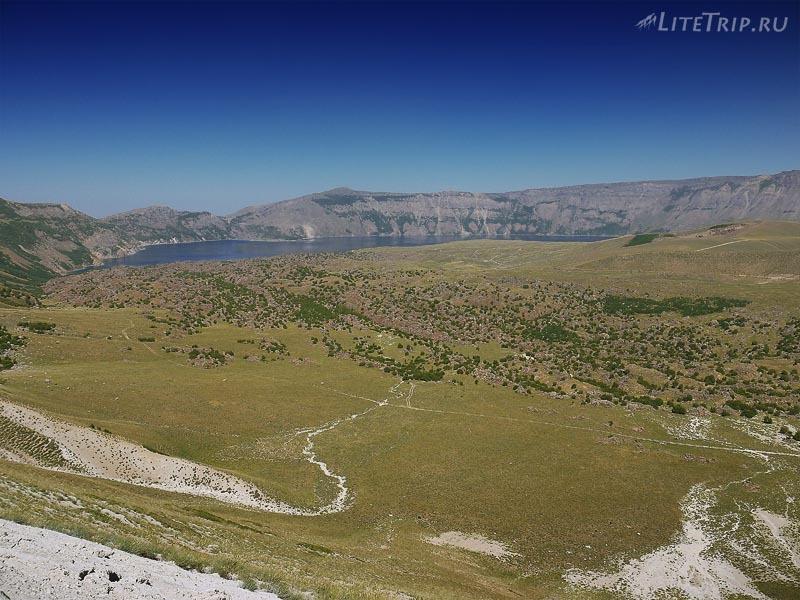 Турция. Вид сверху на кратер Гёлю.