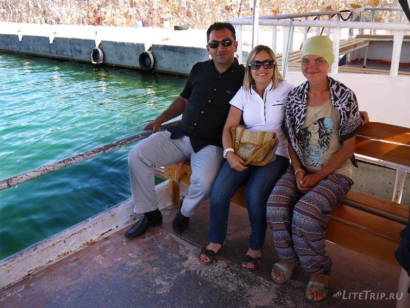 Турция. Остров Ахтамар - наши друзья на катере.