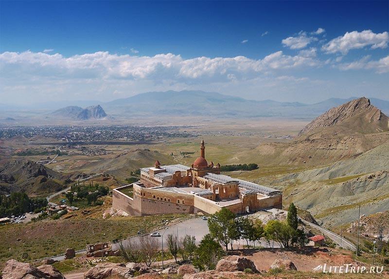 Турция. Дворец Исхак Паша в Догубаязите.