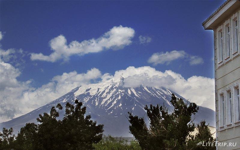 Турция. Догубаязит - гора Арарат.