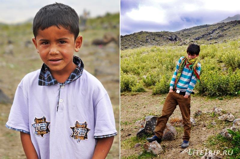 Турция. Гора Арарат - курдские дети.