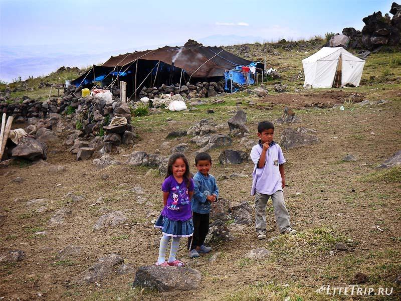 Турция. Арарат - лагерь курдов в горах.