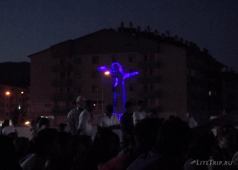 Турция. Музыкальный фестиваль в Тунджели - подсветка.