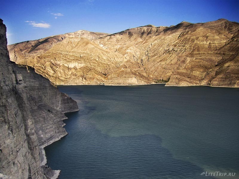 Турция. Озеро Тортум Гёлю - скалы.