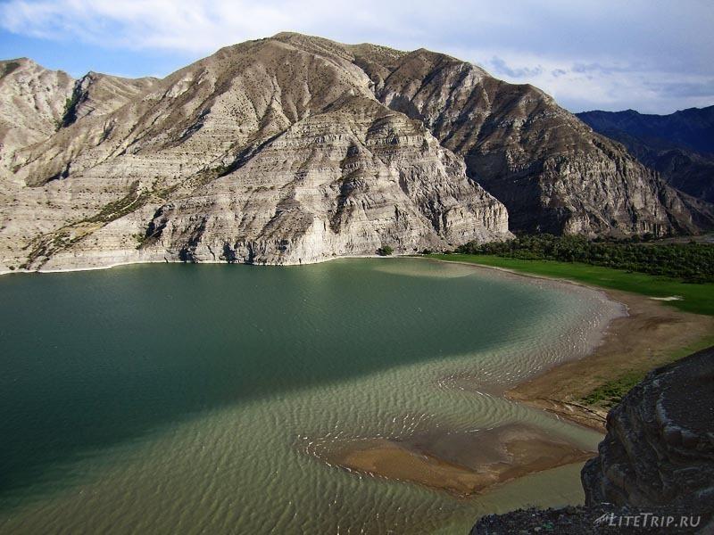 Турция. Мутная вода озера Тортум Гёлю.