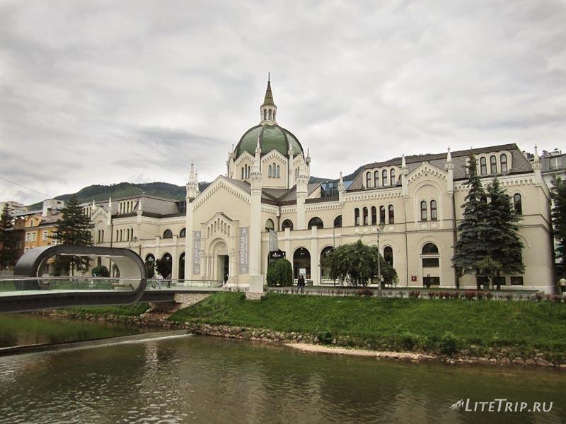 Босния и Герцеговина. По главной улице Сараево.