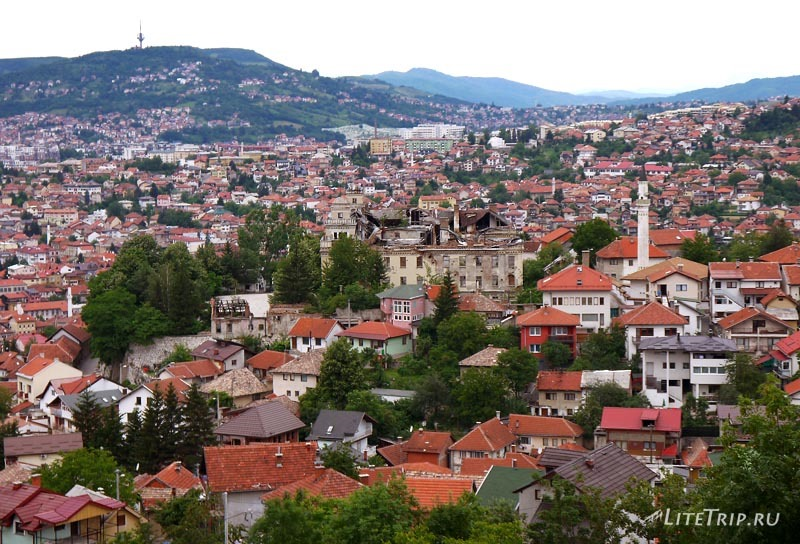 Босния и Герцеговина. Вид из Белой Крепости на Сараево.