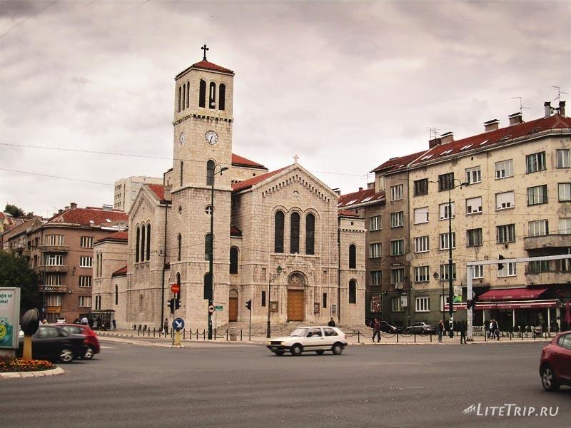 Босния и Герцеговина. По улицам вечернего Сараево.