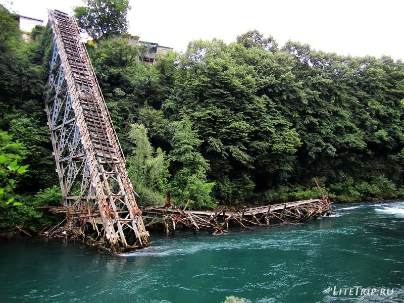 Босния и Герцеговина. Яблоница - разрушенный мост.