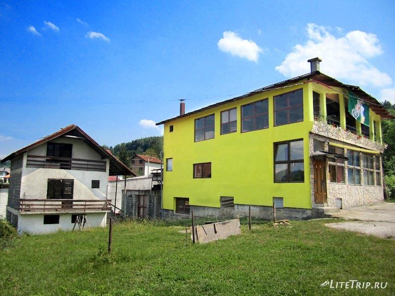 Босния и Герцеговина. Кафе и волонтерский домик.