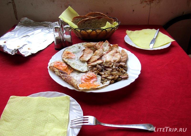 Босния и Герцеговина. Обед в кафе Zuta Greda.