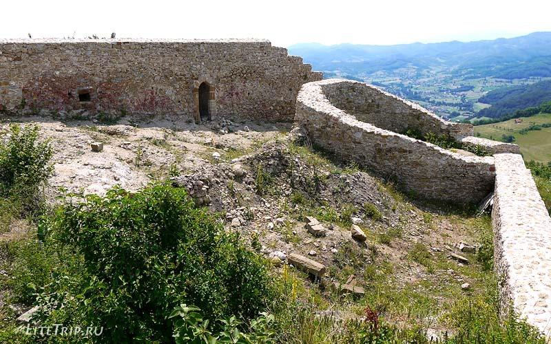 Босния и Герцеговина. Крепость на вершине пирамиды.