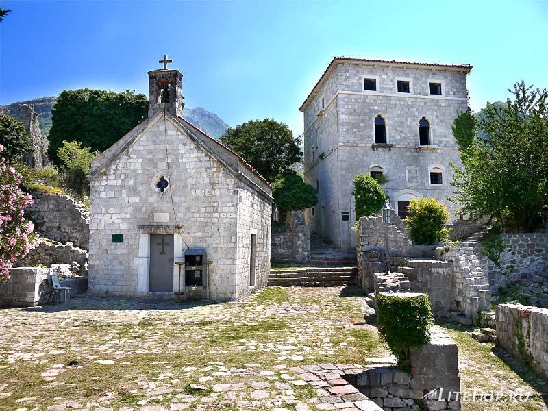 Черногория. Церковь крепости старого Бара.