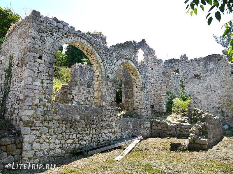 Черногория. Развалины крепости старого Бара.