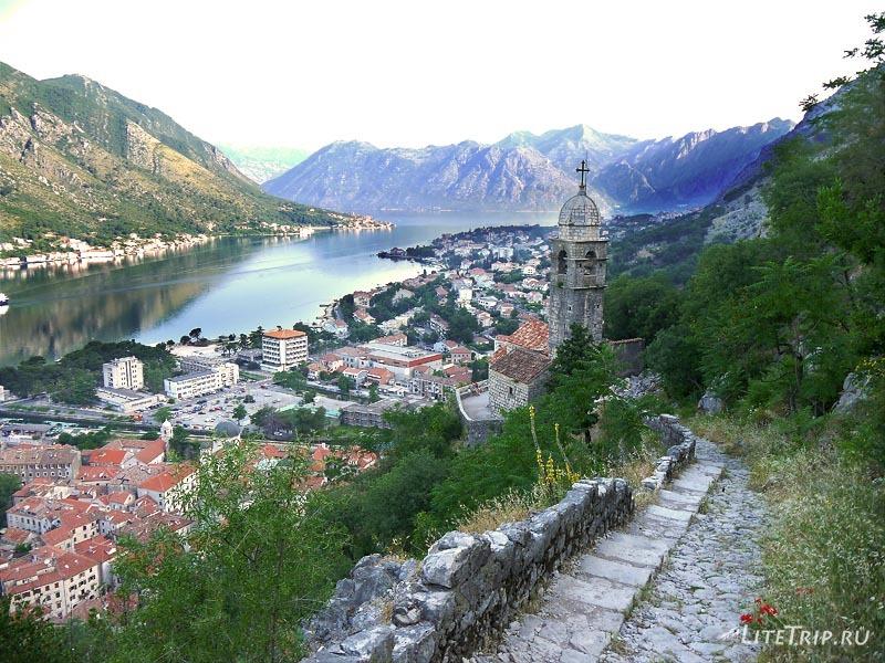 Черногория. Вид на залив со стен крепости