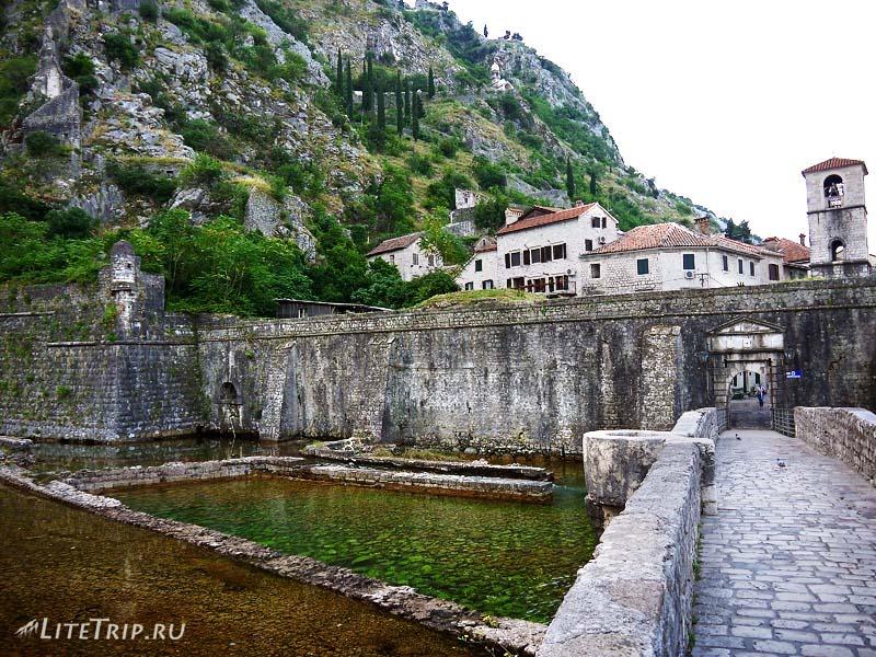 Черногория. Другой вход в старый город Котор.