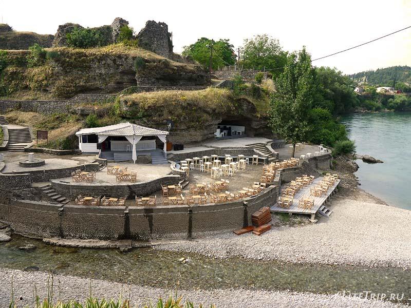 Черногория. Кафе у ручья в Подгорице.