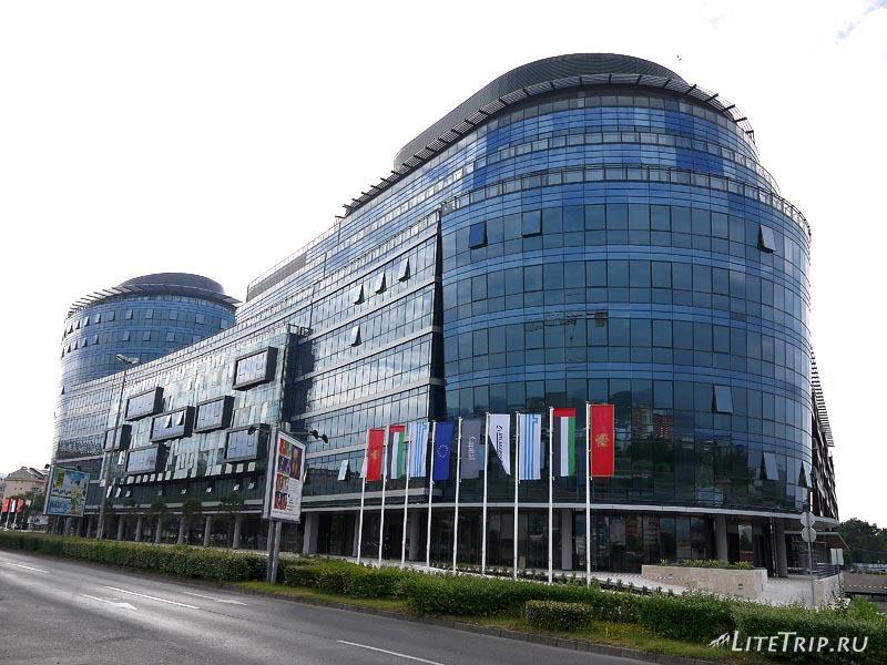 Черногория. Современное здание в Подгорице.