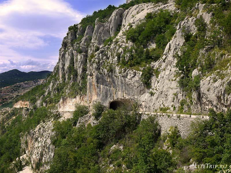 Черногория. ОБратная дорога из Острога - тоннель.