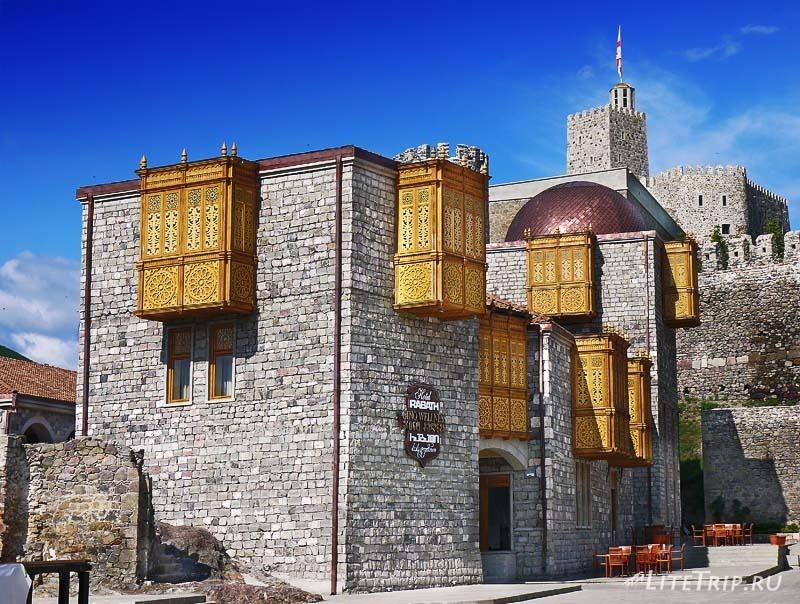 Грузия. Крепость Рабат в Ахалцихе - восточный декор.