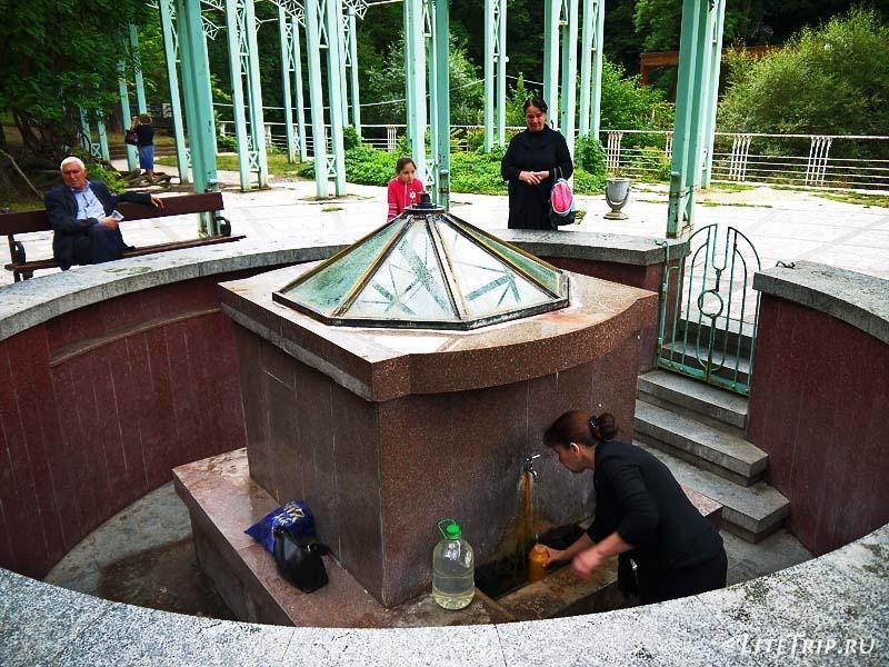 Грузия. Парк Боржоми - минеральный источник.